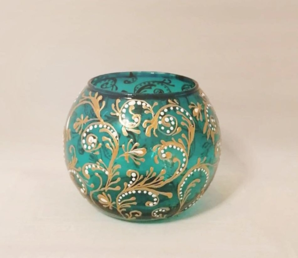 Brocade style candle holder
